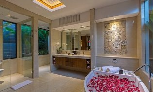 Master suite Bathroom I